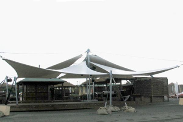Tensostrutture a vela e gazebi in PVC
